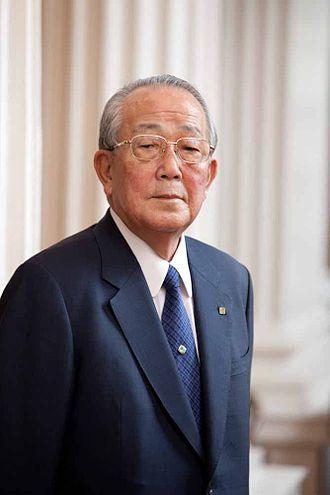 稲盛和夫|日本人資産家ランキング TOP100